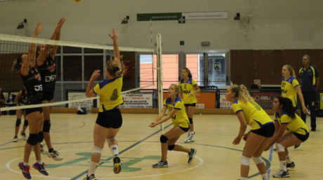 DSV volleyball teams having a play-off